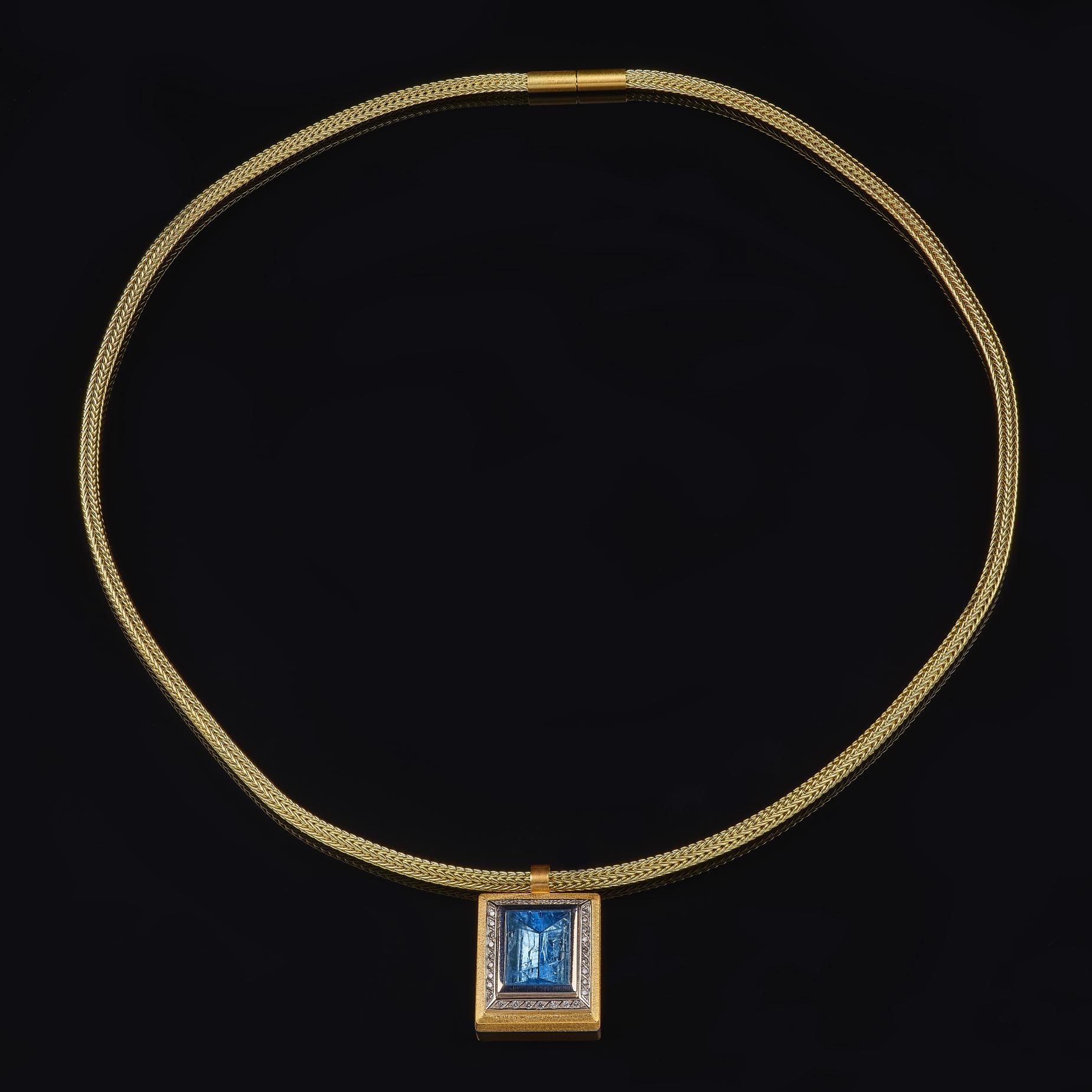 Strickkette mit Aquamarinanhänger, 585/000 Gelbgold, 950/000 Palladium