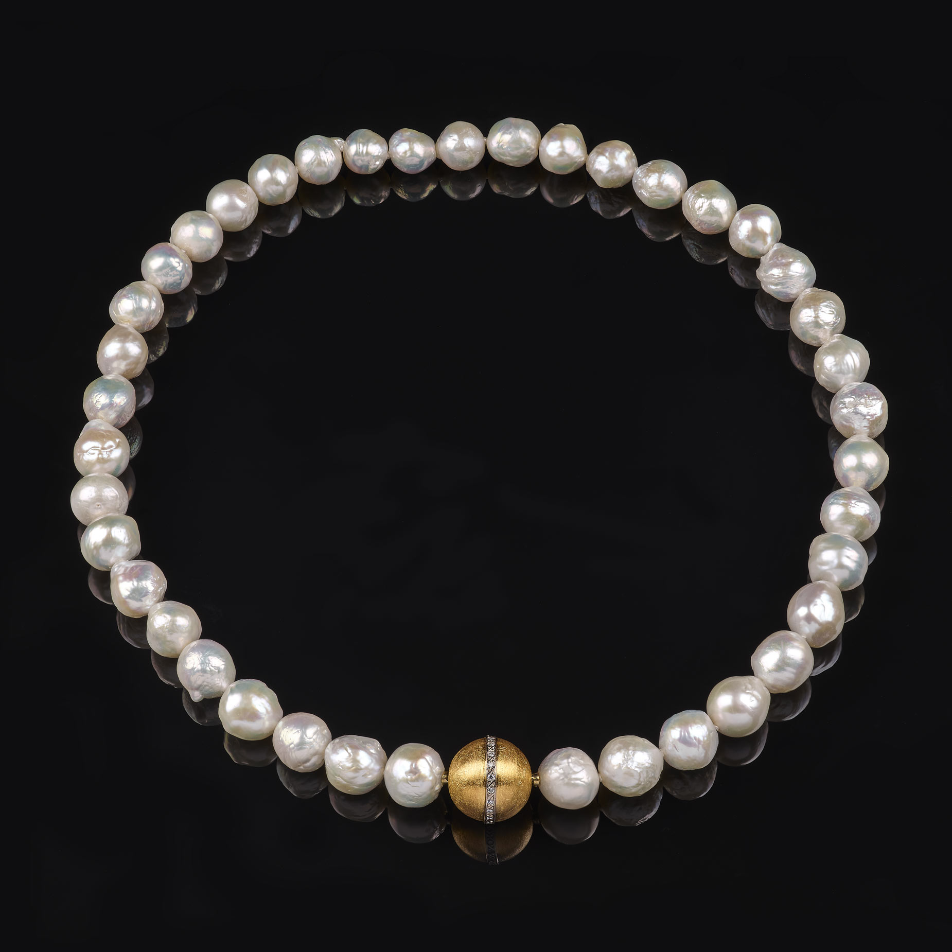 Perlenkette mit Wechselschließe, 750/000 Gelbgold, 950/000 Palladium, Brillanten